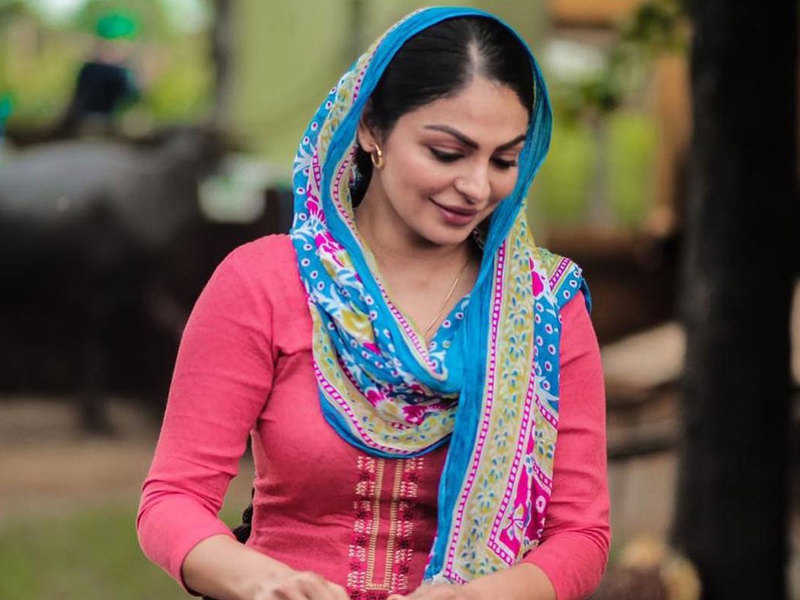 Neeru Bajwa Images