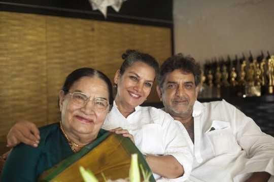 Shaukat Kaifi with family