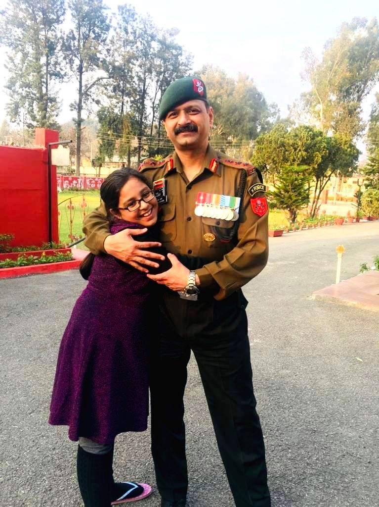 colonel ashutosh sharma with daughter 1015173