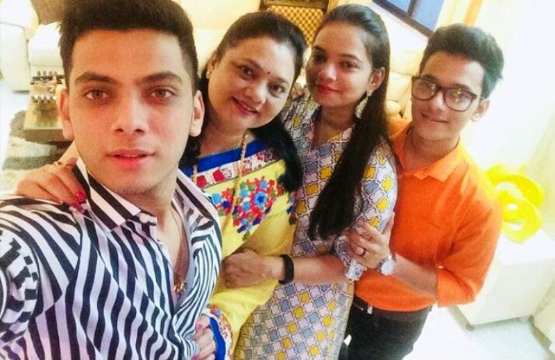 Vishal Jethwa with His Mother Sister and Brother