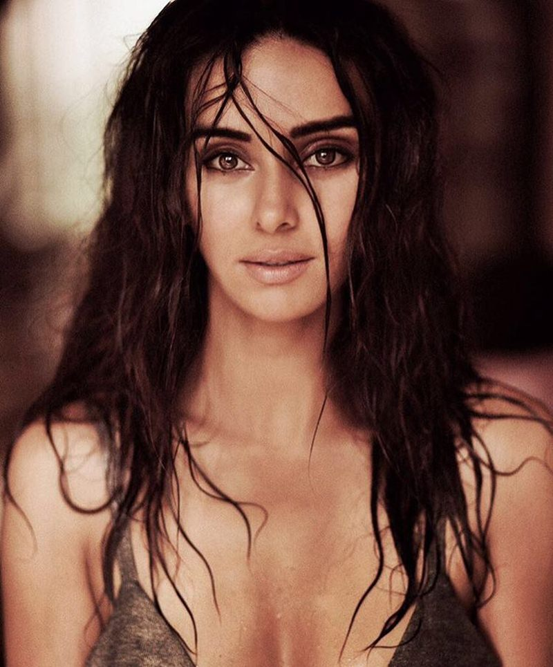 Shibani-wet-and-sexy-images