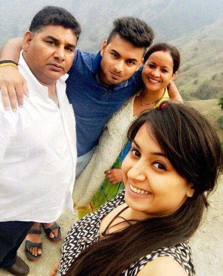 Rishabh-Pant-with-his-family