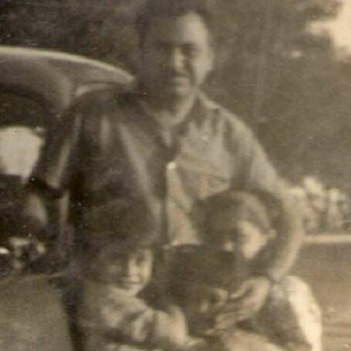An Old Picture of Manoj Pahwa With His Father and Sisters
