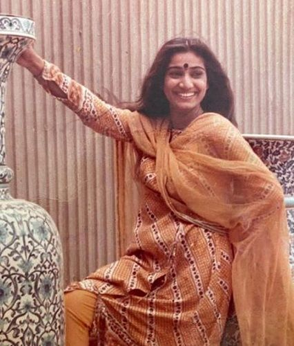 Seema Pahwa's Old Picture