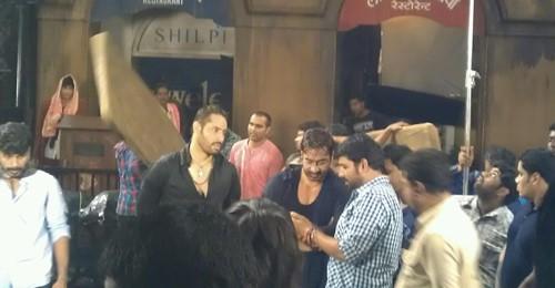 Shaji Choudhary with Ajay Devgan during the shooting of Action Jackson