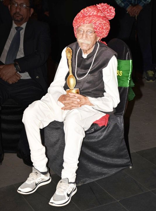 Mahashay-Dharampal-Gulati-received-Excellence-Award-for-Lifetime-Achievement