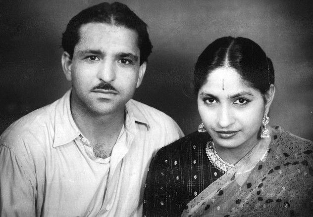 Mahashay-Dharampal-Gulati-with-his-wife