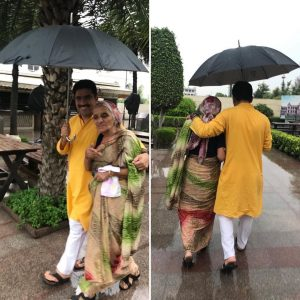 rohit sardana with her mother
