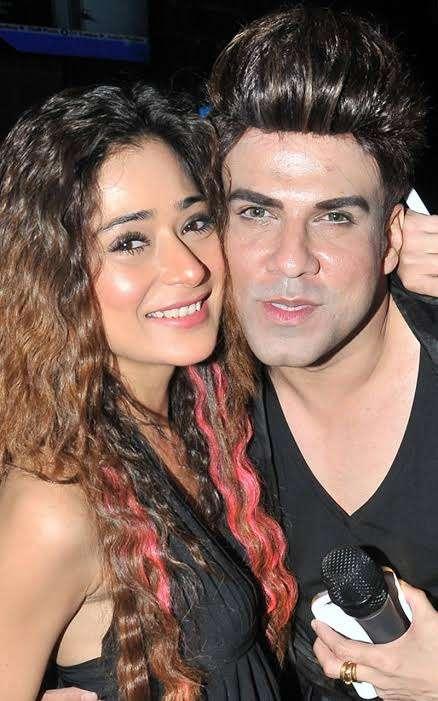 Rajeev Khinchi with sara khan