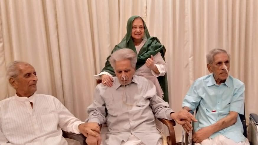Dilip Kumar with brothers latest pic